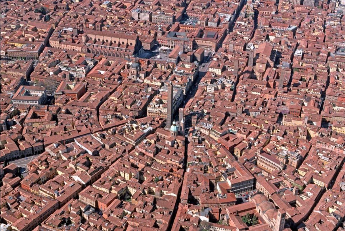 Bologna, incrocio della via Emilia-Bologna, incrocio della via Emilia, ph. bolognawelcome.it-CC BY-NC-SA 3.0