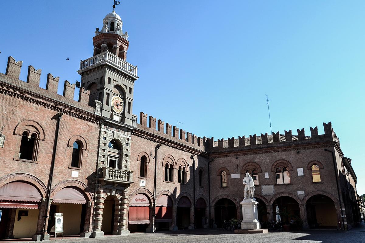 Cento (FE), Palazzo del Governatore, Ph. jejje1994 CC_BY_SA_40-Cento (FE), Palazzo del Governatore, Ph. jejje1994-CC BY-SA 4.0