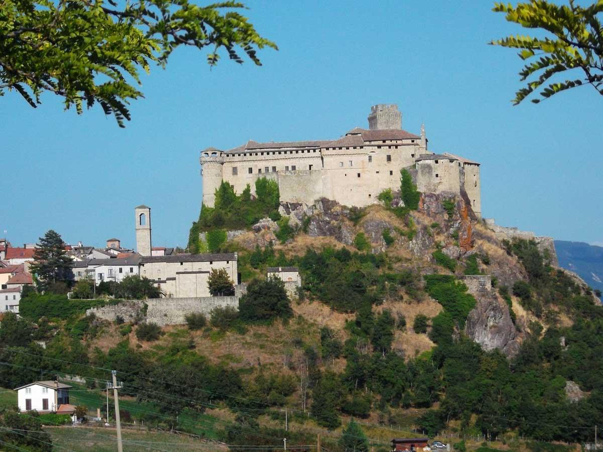 Bardi (PR) fortezza di bardi-Bardi (PR) fortezza di bardi, ph.ombasini, WLM2016-CC BY-NC-SA 3.0